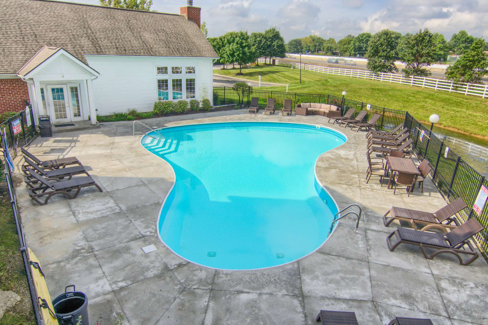 Luxury swimming pool at Gateway Lakes Apartments in Grove City, Ohio