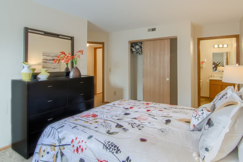 Luxury bedroom at Gateway Lakes Apartments in Grove City, Ohio