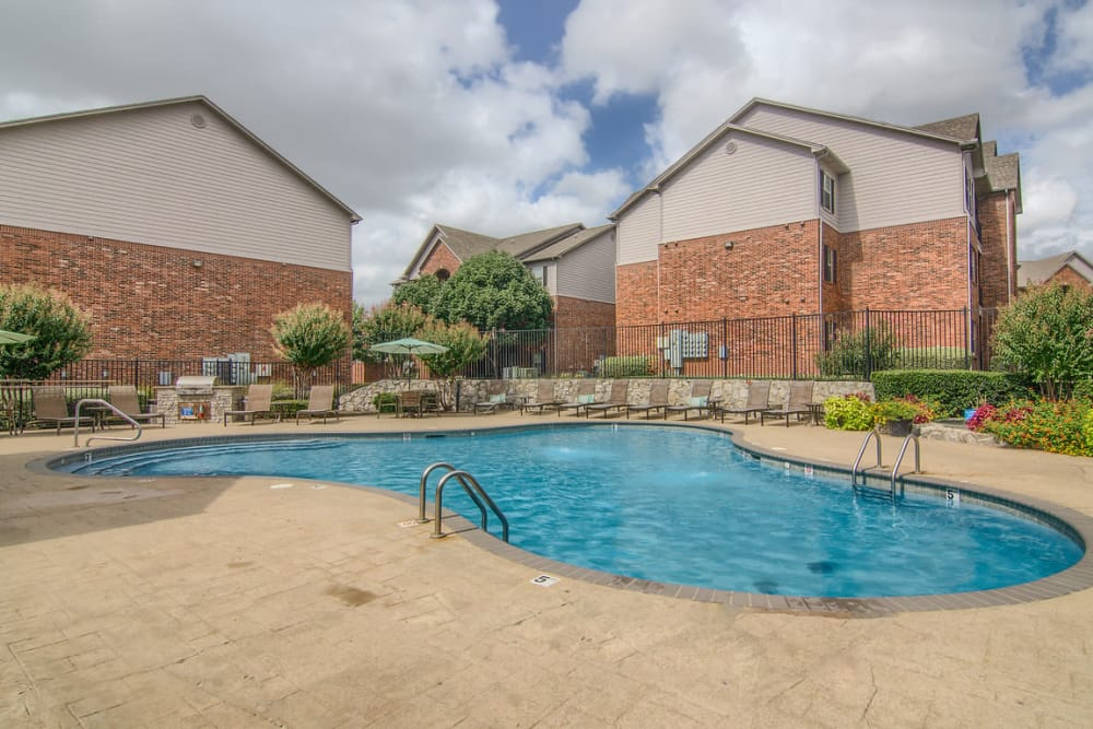 Luxury swimming pool at Heights at Battle Creek in Broken Arrow, Oklahoma