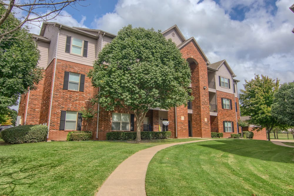 Beautiful apartments at Heights at Battle Creek in Broken Arrow, Oklahoma
