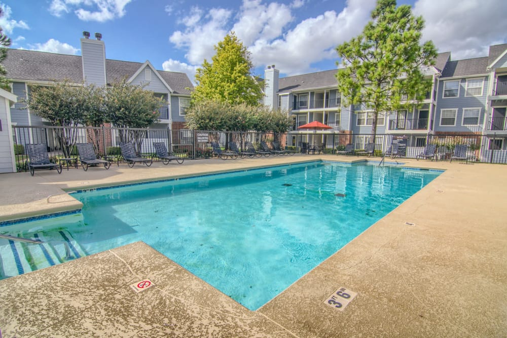 Luxury swimming pool at Villas at Countryside in Moore, Oklahoma