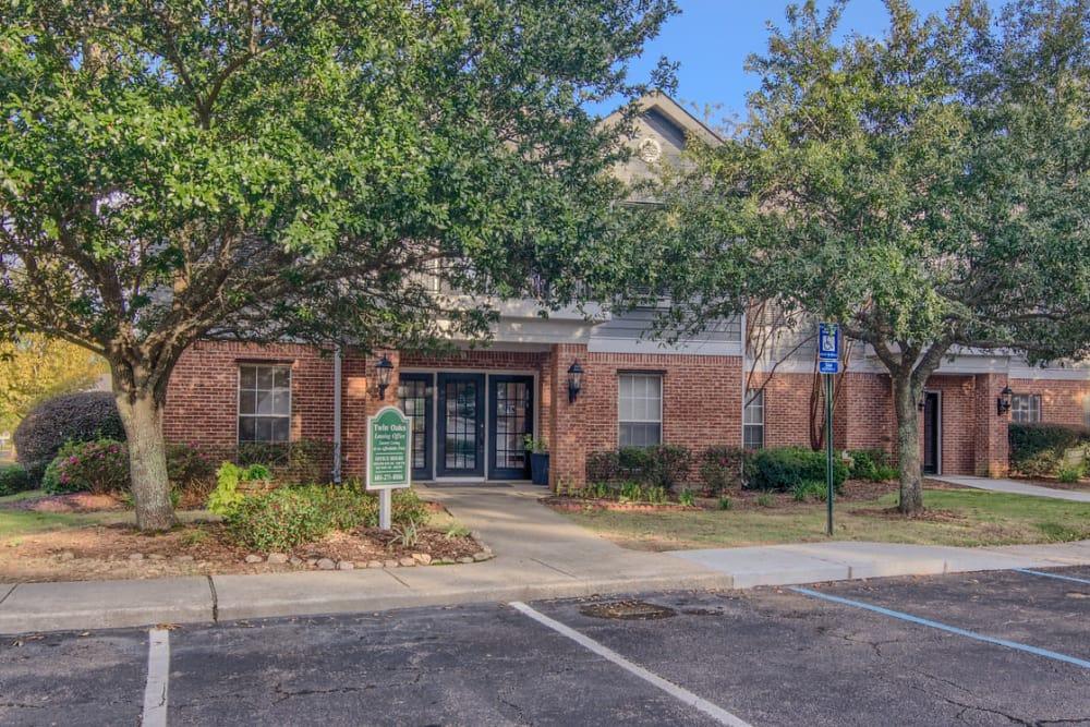 Beautiful apartments at Twin Oaks in Hattiesburg, Mississippi