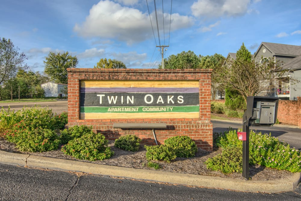 Beautiful entryway at Twin Oaks in Hattiesburg, Mississippi