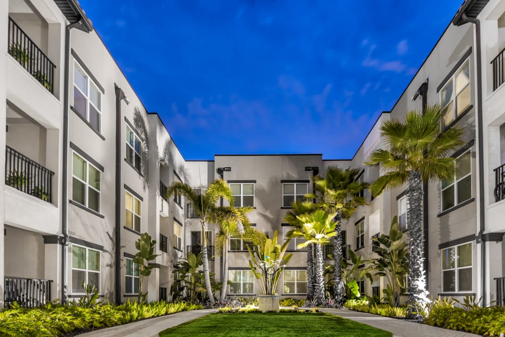 Courtyard view at Jefferson Westshore in Tampa, Florida