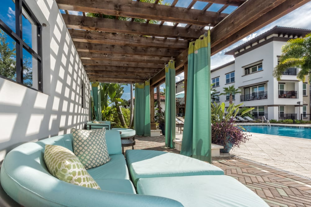 Outdoor patio seating at Jefferson Westshore in Tampa, Florida
