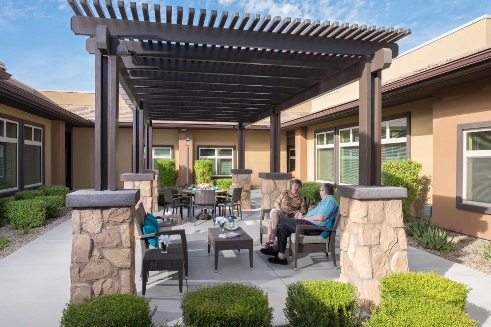 Outdoor seating at Avenir Memory Care at Chandler in Chandler, Arizona