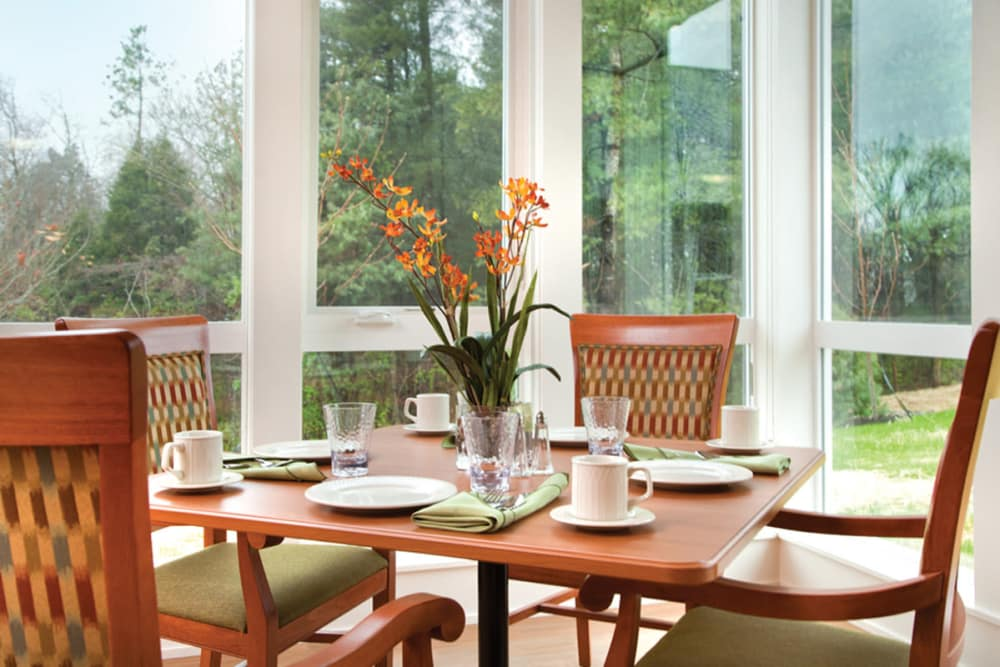 Dining with an outside view at Avenir Memory Care at Knoxville in Knoxville, Tennessee.