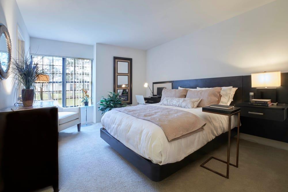 Large master bedroom in Farmington Hills, Michigan at Muirwood
