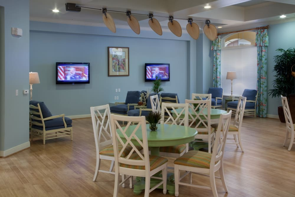 Community dining area at Villa Grande on Saxon in Orange City, Florida