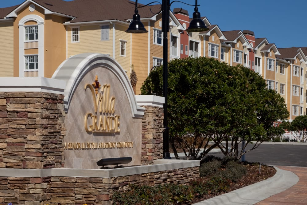 Entry to Villa Grande on Saxon in Orange City, Florida