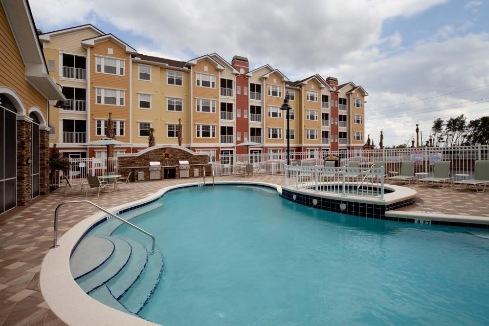 Swimming pool and hot tub at Villa Grande on Saxon in Orange City, Florida