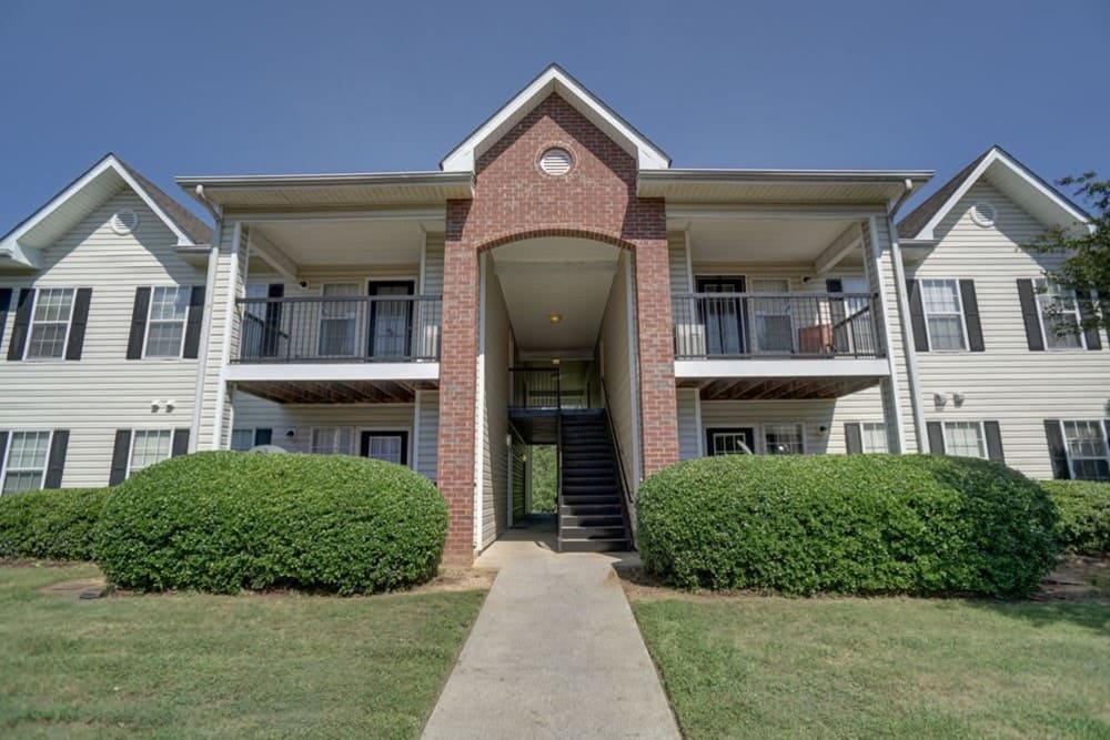 Apartment exterior of Etowah Village Apartments in Cartersville, Georgia