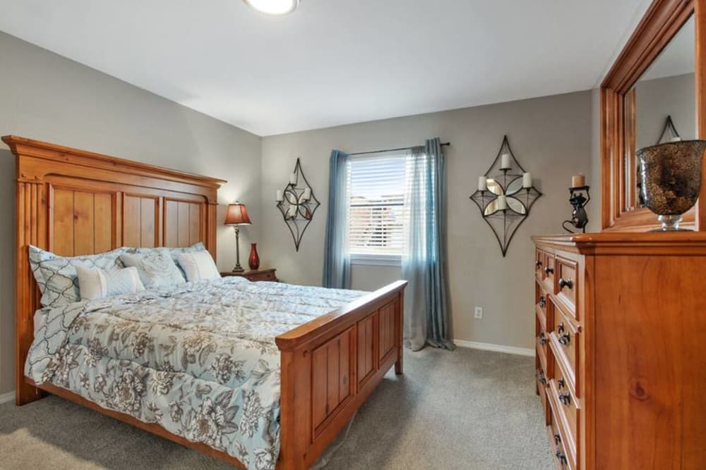 Summerfield Apartment Homes offers a Bedroom in Harvey, Louisiana