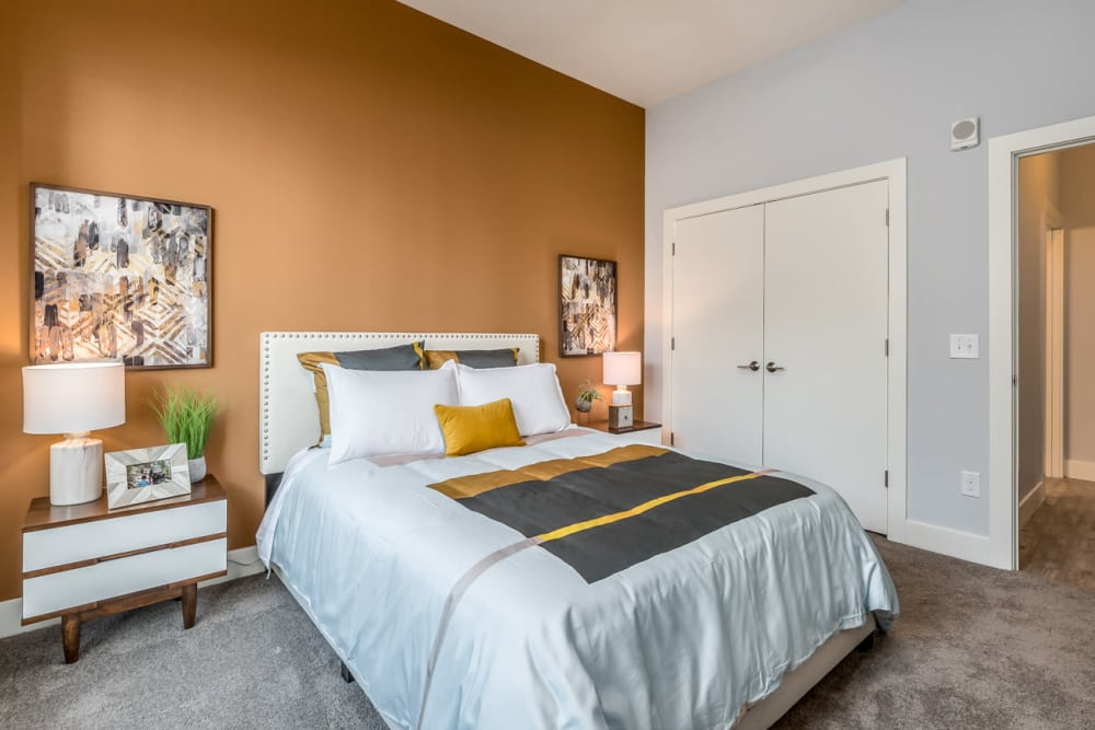 Bedroom with modern decor at Echelon Luxury Apartments in Cincinnati, Ohio