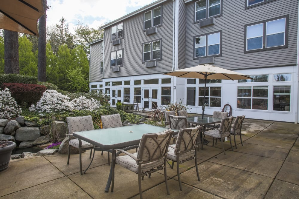 Outdoor patio area at Gencare LifeStyle at Steel Lake in Federal Way, Washington
