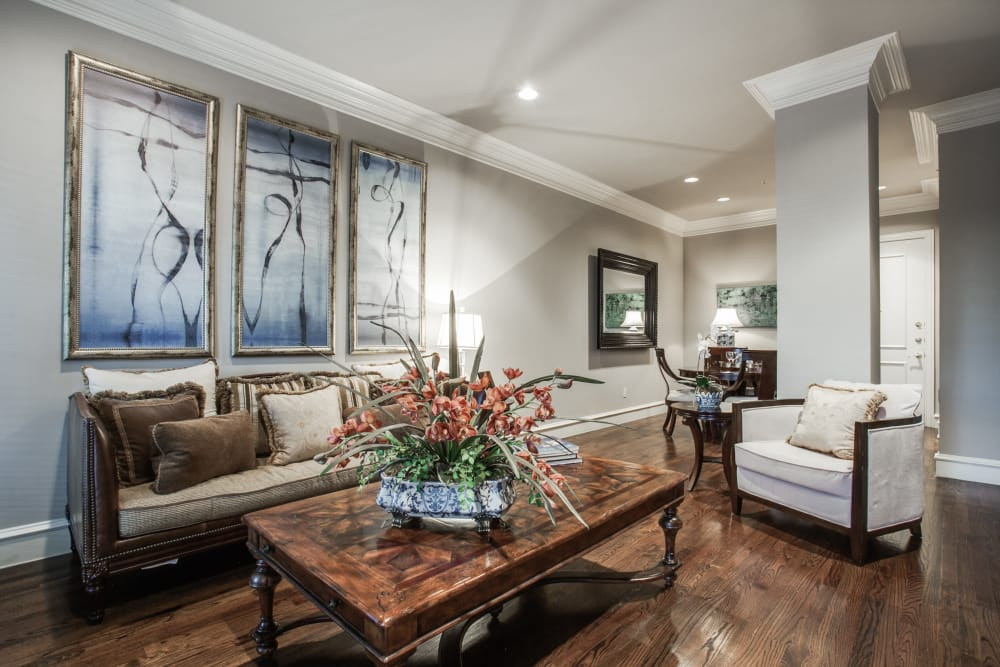 Spacious living room at Rienzi at Turtle Creek Apartments in Dallas, Texas