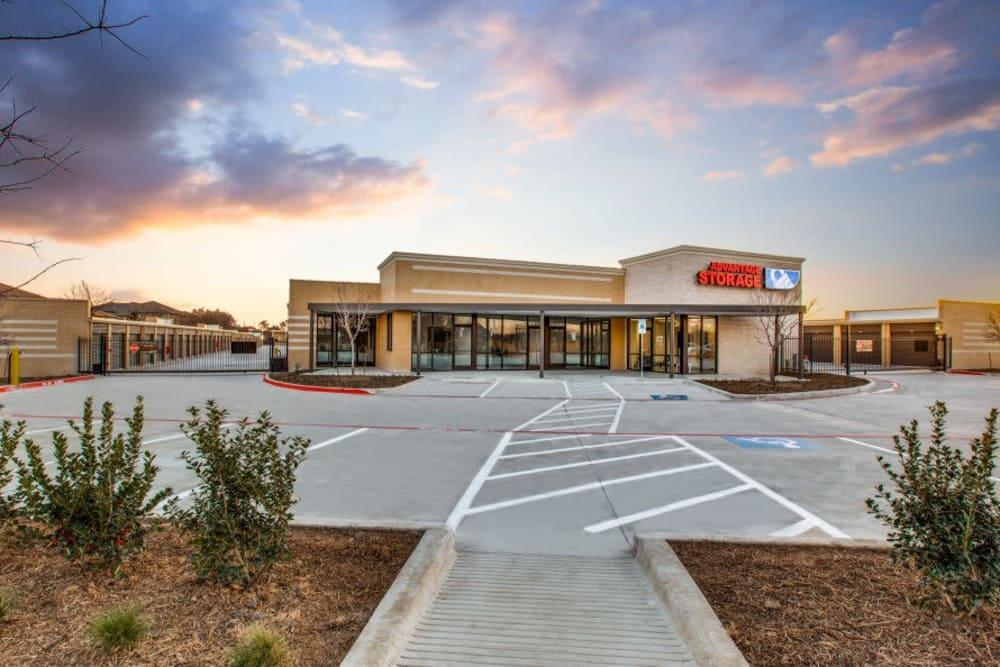 Exterior of Advantage Storage - Arlington in Texas
