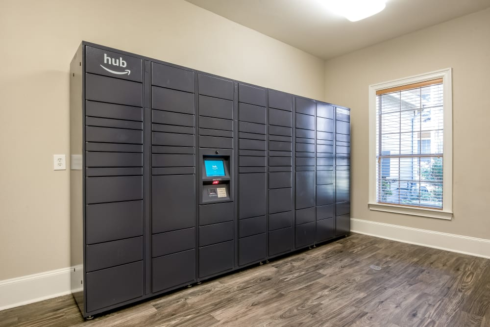 Smart package lockers at Ravinia Apartments