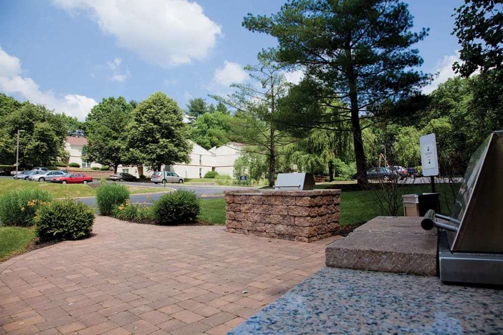 Courtyard at Willowbrook Apartments in Jeffersonville, Pennsylvania
