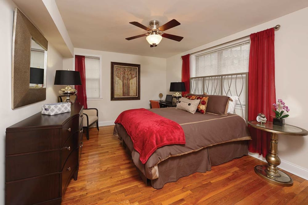 Spacious bedroom at The Villas at Bryn Mawr Apartment Homes in Bryn Mawr, Pennsylvania