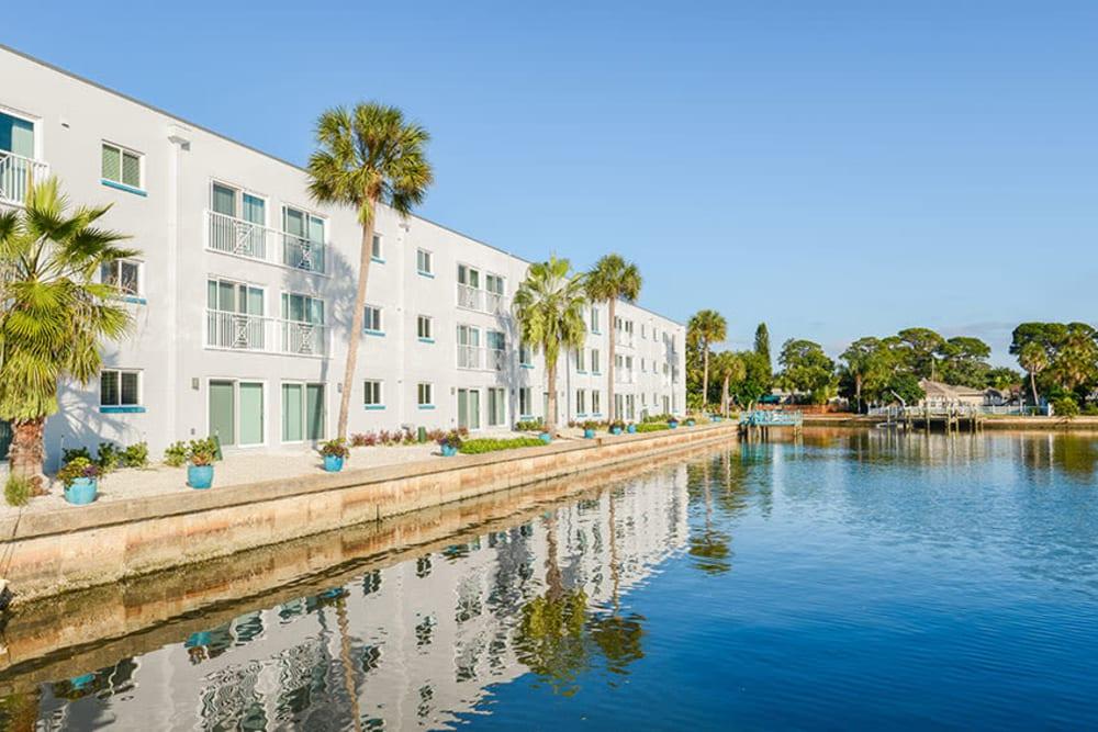 Exterior of Sailpointe Apartment Homes next to the water in South Pasadena, Florida