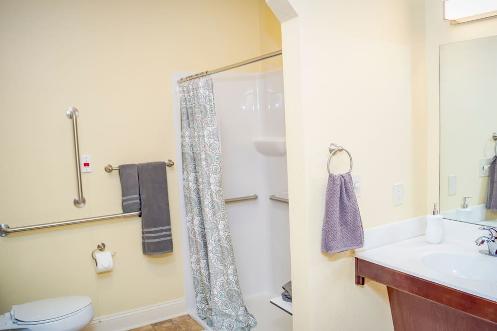 Spacious bathroom at Welbrook at Bloomington in Bloomington in Illinois