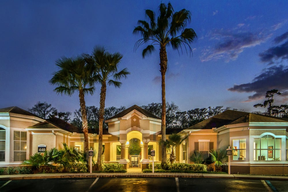 Night picture of the facade at Legends Winter Springs in Winter Springs, Florida