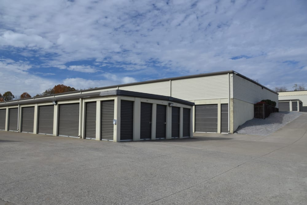 Lock Box Self Storage in Mt Juliet, Tennessee, offers a variety of storage units