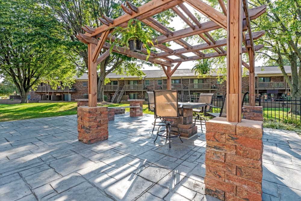 A community patio with table and chairs for outdoor lunches at Valle Vista in Greenwood, Indiana