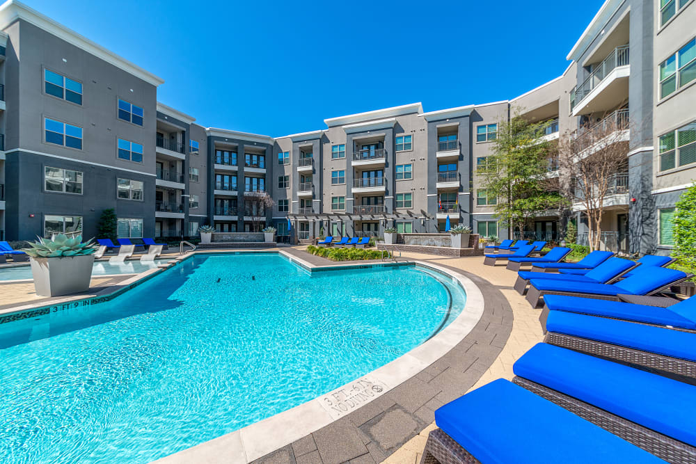 Swimming pool and poolside lounging at Axis at Wycliff in Dallas, Texas