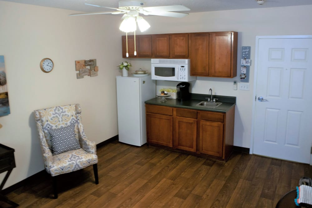 An apartment living room and kitchen at The Grande in Brooksville, Florida