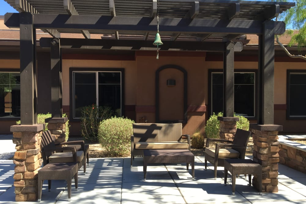 Outdoor seating at Avenir Memory Care at Scottsdale in Scottsdale, Arizona