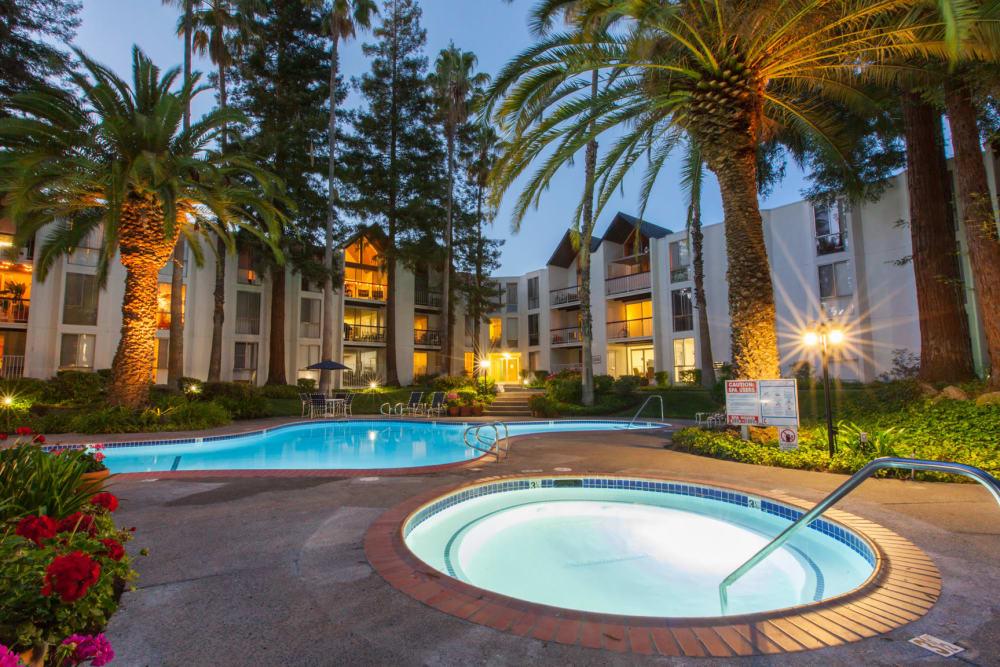 Hot tub at Castlewood Apartments in Walnut Creek, California