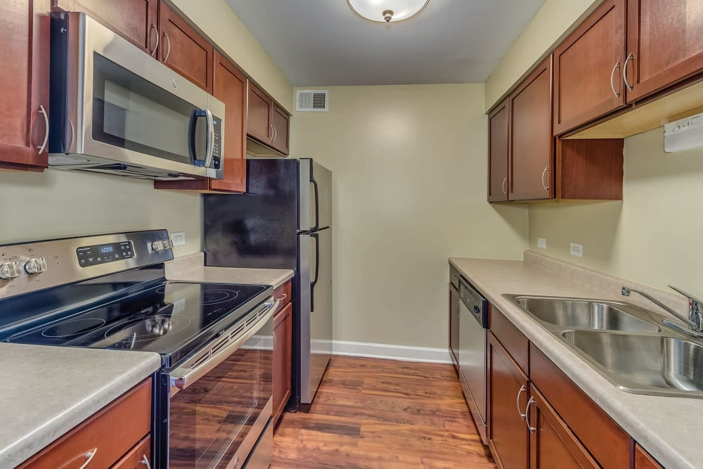 Fully equipped kitchen with modern amenities at Lakeside Apartments in Lisle, Illinois
