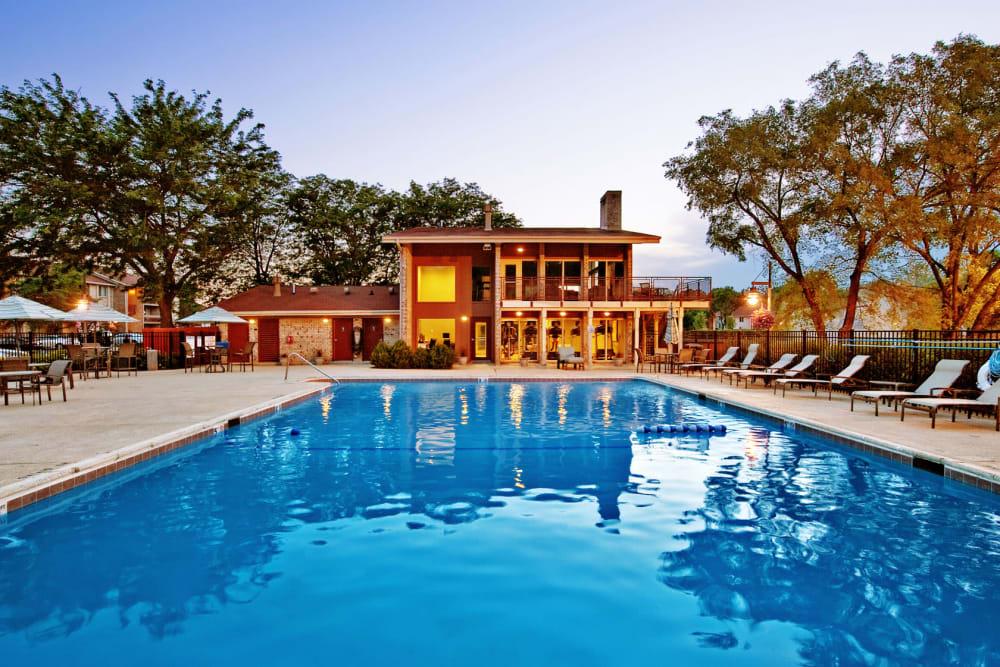 Sparkling swimming pool at Lakeside Apartments in Lisle, Illinois