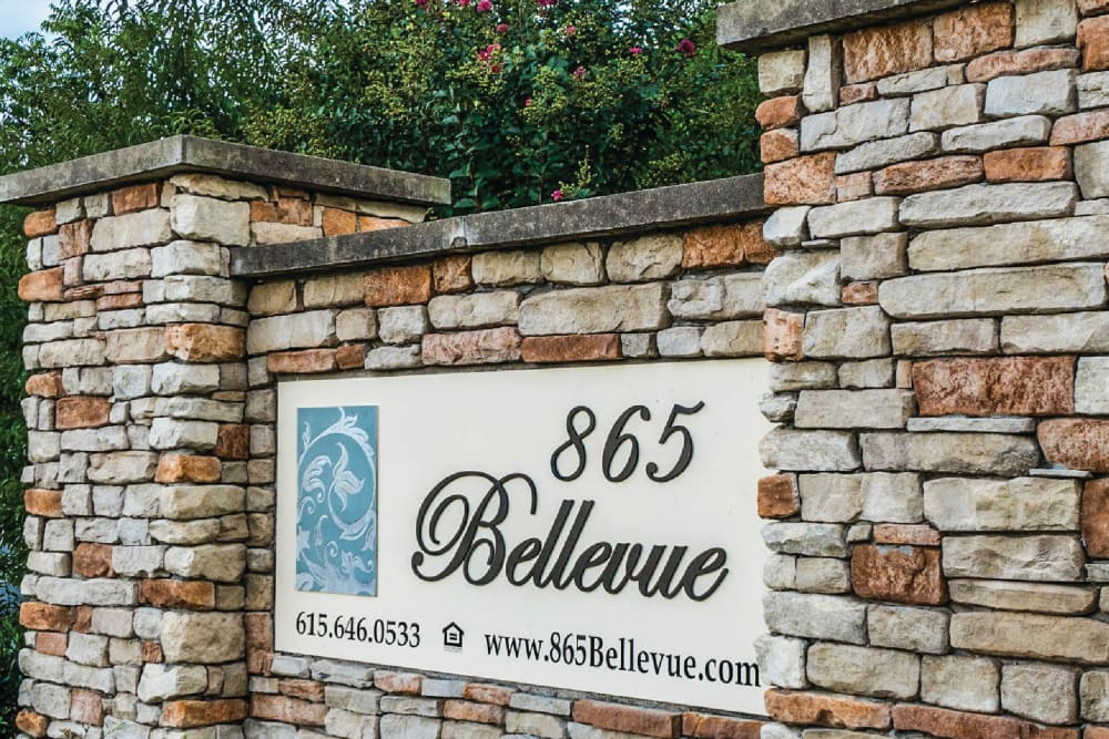 Monument sign of 865 Bellevue Apartments in Nashville, Tennessee.
