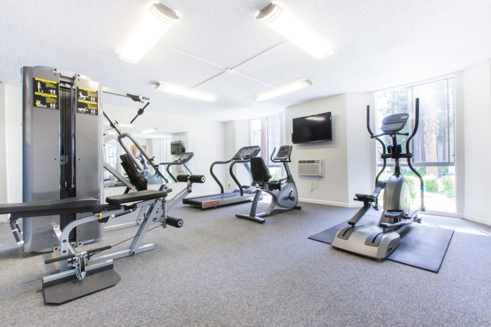 Fitness center at Castlewood Apartments in Walnut Creek, California
