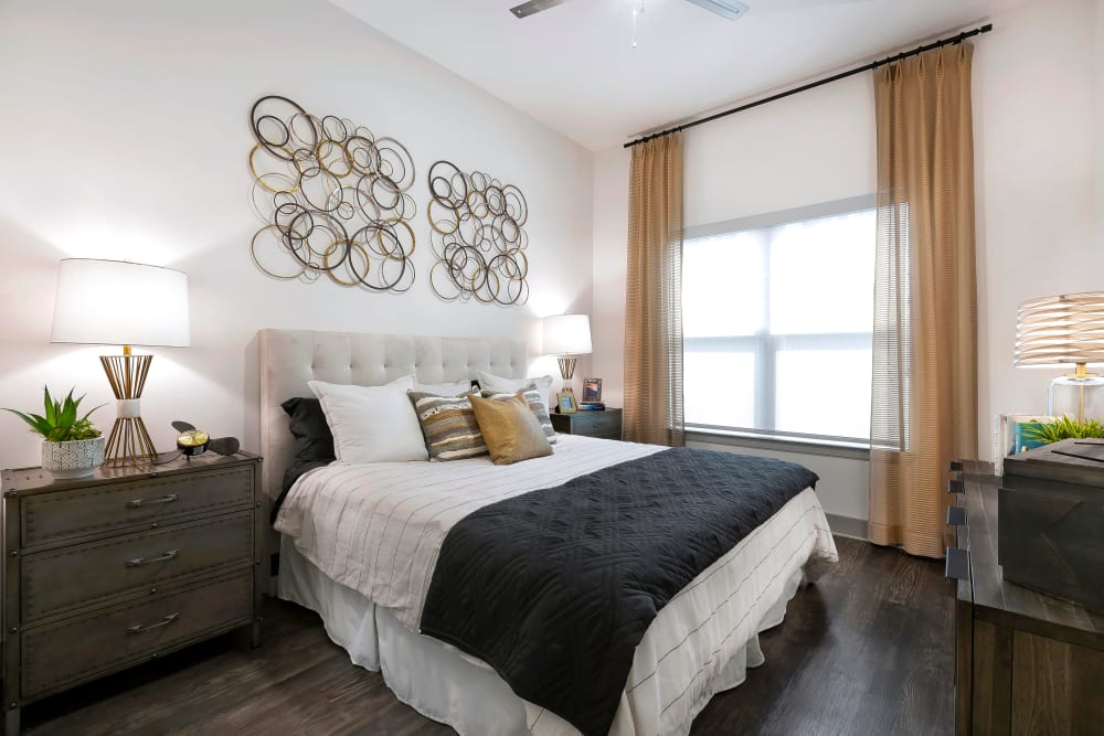 Alta Trinity Green offers a Bedroom in Dallas, Texas