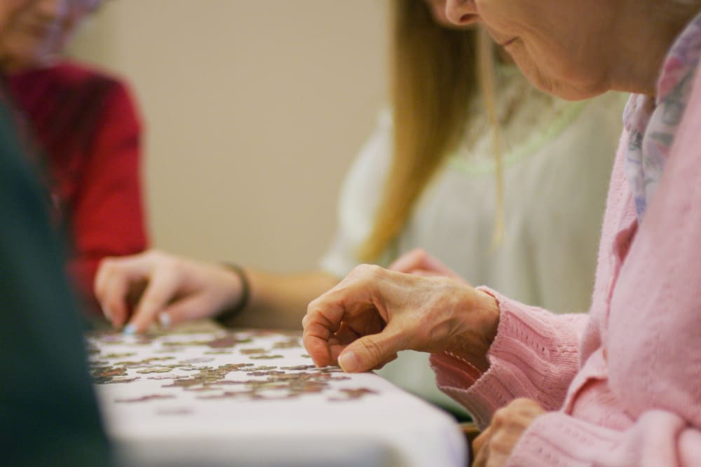 Residents putting together a puzzle at Sweetbriar Villa in Springfield, Oregon