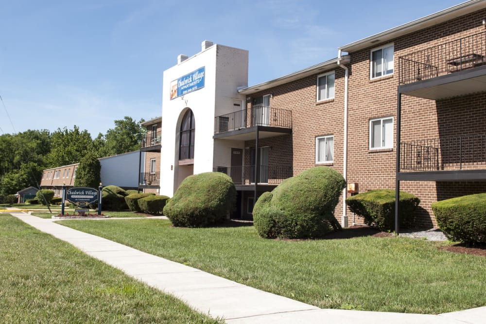 Beautifully landscaped exterior of Chadwick Village Apartments in Lindenwold, New Jersey