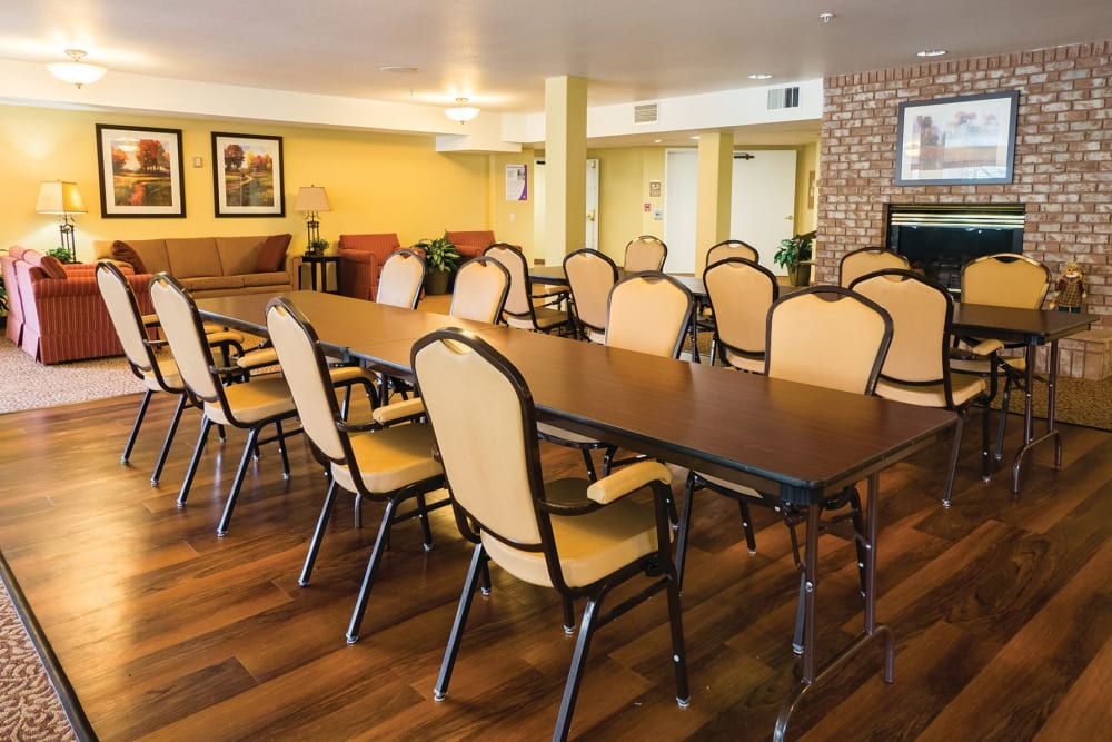 Dining hall at Maple Ridge Senior Living in Ashland, Oregon