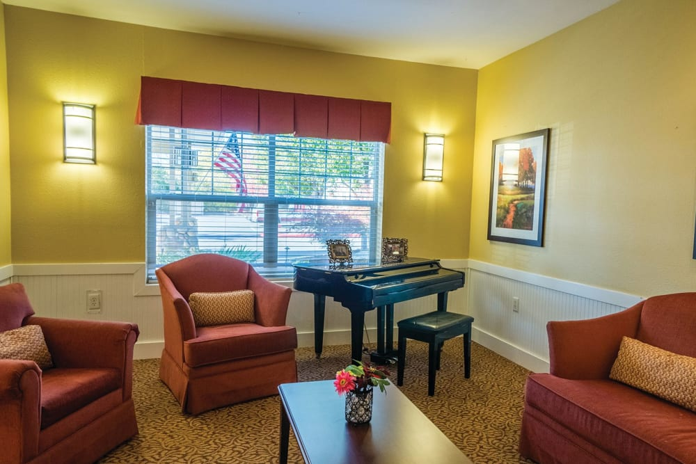 Comfortable lounge chairs at Lakeland Senior Living in Eagle Point, Oregon