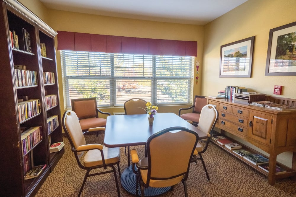 The library at Lakeland Senior Living in Eagle Point, Oregon