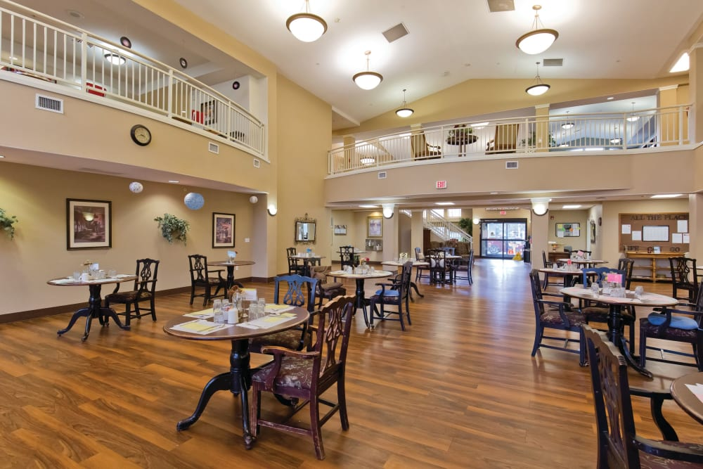 Dining hall at Meadowlark Senior Living in Lebanon, Oregon