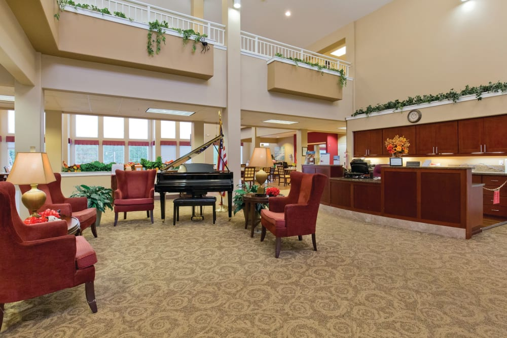 Lobby with a grand piano at Heron Pointe Senior Living in Monmouth, Oregon