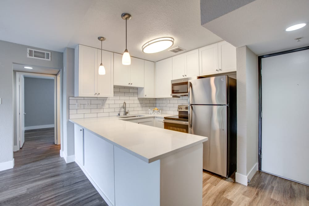 upgraded kitchen at Summer House Apartments