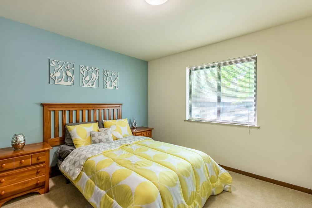Master bedroom layout at Oldebrook Apartments in Wyoming, Michigan