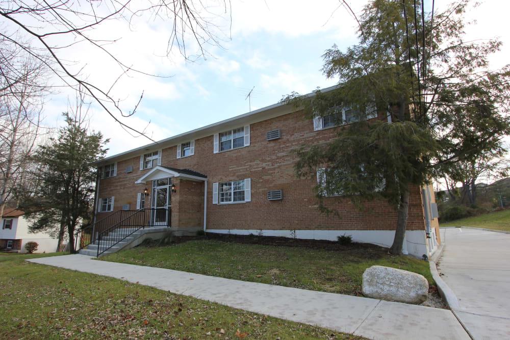 Exterior of building with walkways at Allen Creek Apartments in Burlington, Kentucky