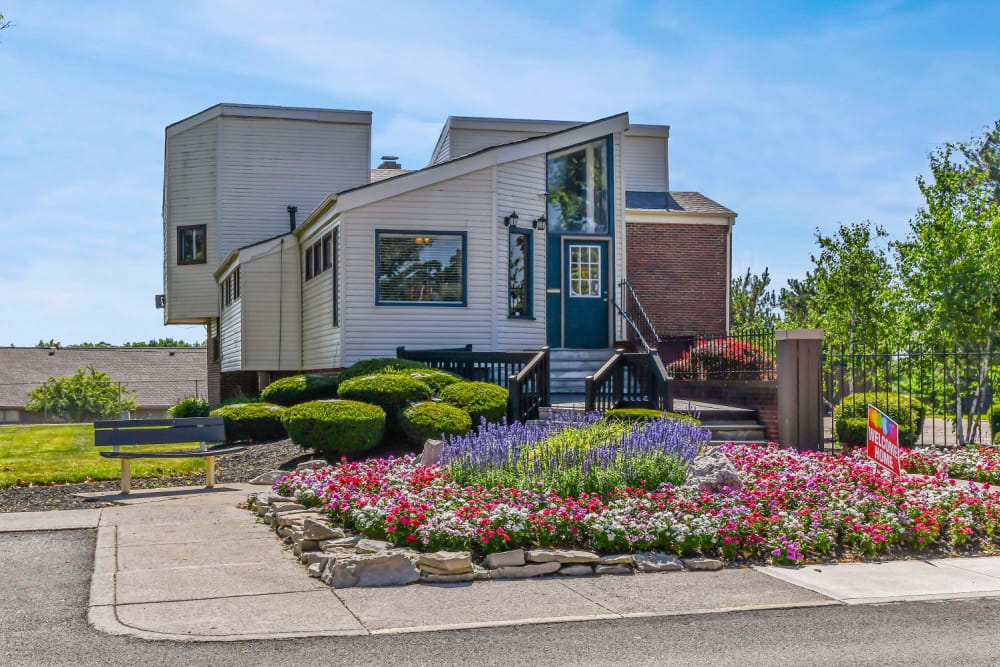 Beautiful front yard with flower beds at Hidden Creek Apartment Homes in Columbus, Ohio