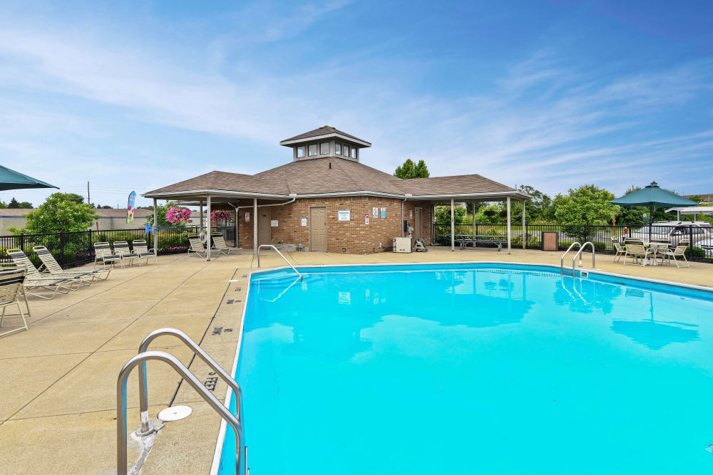 Large swimming pool with lounge chairs at Bolton Estates Apartments in Columbus, Ohio